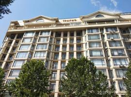 Hotel photo: Downtown luxury apartment Triumph