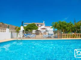 Hotel photo: Paratella Villa Sleeps 15 Pool WiFi