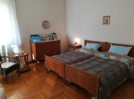 A picture of the hotel: Vintage apartment KOLONAKI