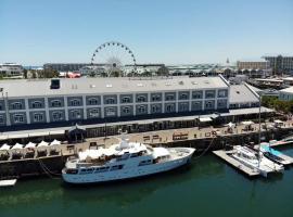 Hotel photo: Jackie O - Classic Luxury Yacht & Boutique Hotel