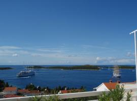 Hotel Photo: Room in Hvar town with sea view, balcony, air conditioning, Wi-Fi (3723-2)