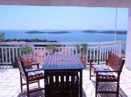 Hotel Photo: Room in Hvar town with sea view, balcony, air conditioning, Wi-Fi (3723-4)