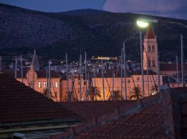 Hotel photo: Studio Apartment in Trogir with Sea View, Terrace, Air Conditioning, Wi-Fi (3788-1)