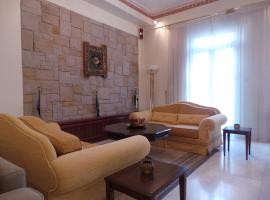 Hotel Photo: Late 20's Neoclassical Apartment