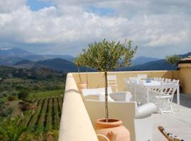 Foto di Hotel: Randazzo Villa Sleeps 8 Pool Air Con WiFi