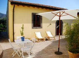 Foto di Hotel: Randazzo Villa Sleeps 4 Air Con