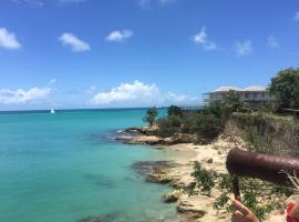 Hotel kuvat: Blue Waters sea view home in Crostbies