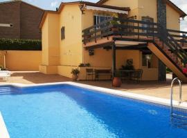 Hotel photo: Cubelles Villa Sleeps 8 Pool WiFi