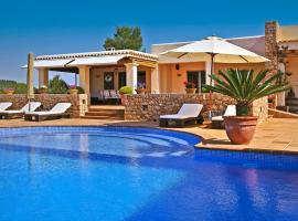 Hotel photo: Santa Gertrudis Villa Sleeps 12 Pool Air Con WiFi