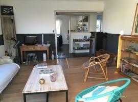 A picture of the hotel: Charmante maison entre le port et la plage de Noirmoutier