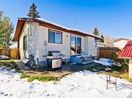 酒店照片: Warm, Cozy Home in Alberta by STS