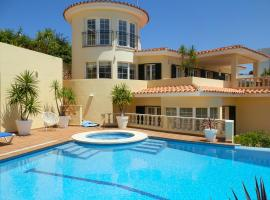 Hotel foto: Cala Llonga Villa Sleeps 10 Pool Air Con WiFi