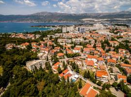 Hotel Photo: Split Villa Sleeps 8 Pool Air Con WiFi