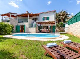 Hotel photo: Hvar Villa Sleeps 8 Pool Air Con WiFi