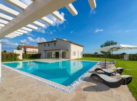 Hotel photo: Saette Villa Sleeps 10 Pool Air Con WiFi