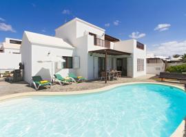 Фотографія готелю: Playa Honda Villa Sleeps 8 Pool WiFi