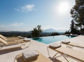 Hotel Photo: Pollenca Villa Sleeps 10 Pool WiFi