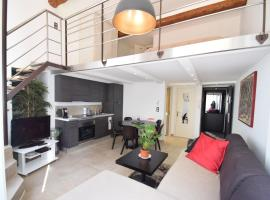 A picture of the hotel: Perla Duplex - No Better Location In Nice
