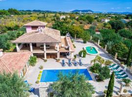 A picture of the hotel: Lloseta Villa Sleeps 12 Pool Air Con WiFi
