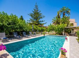 Hotel Foto: Alcudia Villa Sleeps 7 Pool WiFi