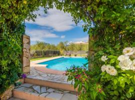 Hotel photo: Lloseta Villa Sleeps 6 Pool Air Con WiFi