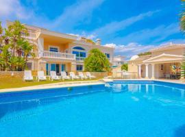 Hotel photo: Calpe Villa Sleeps 12 Pool Air Con WiFi