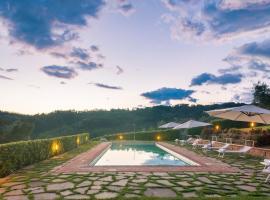 Hotel photo: Massa Villa Sleeps 10 Pool WiFi