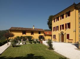 Hotel photo: Massa Villa Sleeps 12 Pool Air Con WiFi
