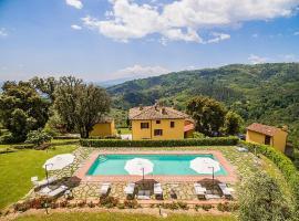 Hotel photo: Massa e Cozzile Villa Sleeps 12 Pool WiFi
