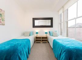 Hotel kuvat: Large City Centre Apartment