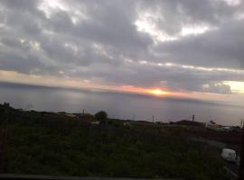 ホテル写真: Chalet adosado con vistas al mar y teide
