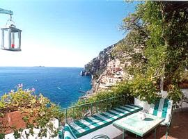 Hotel kuvat: Positano Villa Sleeps 4 Air Con WiFi