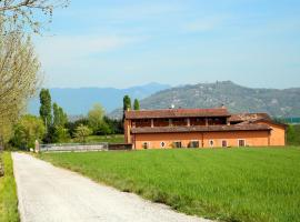 Фотографія готелю: Camera in Via della Volta 110
