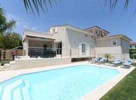 Hotel Foto: Cagnes-sur-Mer Villa Sleeps 8 Pool Air Con WiFi