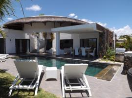 Fotos de Hotel: TRES BELLE VILLA piscine+jacuzzi privatifs, 3ch/SDB, proche plage