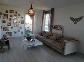 Fotos de Hotel: Spacious 2-bedroom apartment, perfect location!