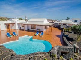 Фотографія готелю: El Islote Apartment Sleeps 6 Pool WiFi