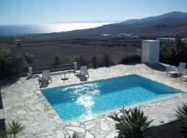 Hotel photo: Macher Apartment Sleeps 4 Pool WiFi