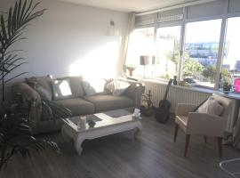 A picture of the hotel: Sunny and welcoming appartment, well located