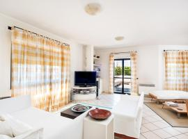 Hotel Photo: Nettuno Apartment Sleeps 5 Air Con