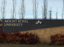 מלון צילום: Mount Royal Univerisity Calgary Downtown Condo