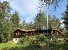 A picture of the hotel: Cosy cabin in the forest 10 min from E6