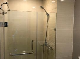 A picture of the hotel: Brand New Airport Condo