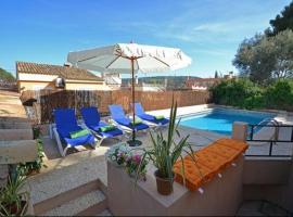 Hotel photo: El Toro Villa Sleeps 9 Pool Air Con WiFi