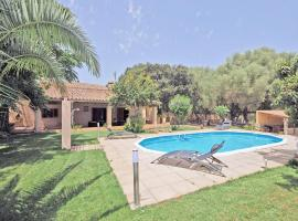 Hotel Photo: Sineu Villa Sleeps 6 Pool Air Con WiFi