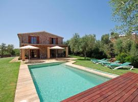 Hotel Photo: Llubi Villa Sleeps 8 Pool Air Con WiFi