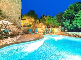Hotel Photo: Milna Villa Sleeps 7 Pool Air Con WiFi