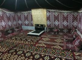 Foto di Hotel: مخيم تعاليل