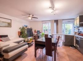 A picture of the hotel: New! A spacious flat with garden!