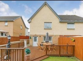 Фотография гостиницы: Silverburn new house with free parking and nice garden